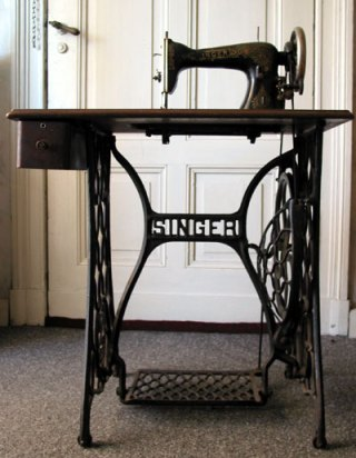 Treadle.sewing.machine