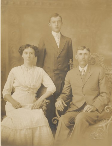 Lillie. Raymond (standing), and Michael Swartz (1913)