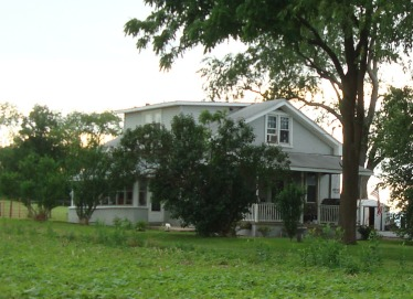 Building that once housed Keefertown School. An addition and second floor were added after it became a home.