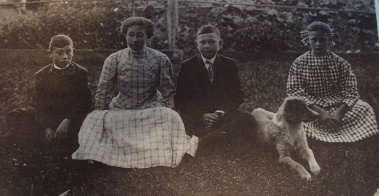 Milford, Blanche,Bertlet, and Margaret Bryson (1910)