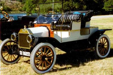 1913 Ford Model T Runabout (Photo source: Wikimedia Commons)