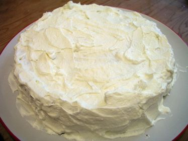 Layered_cake_with_cream