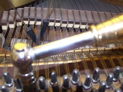 Piano_Tuning_Hammer_and_Mutes