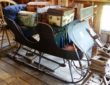 Sleigh in Hadley Farm Museum, MA (Source: Wikimedia Commons)